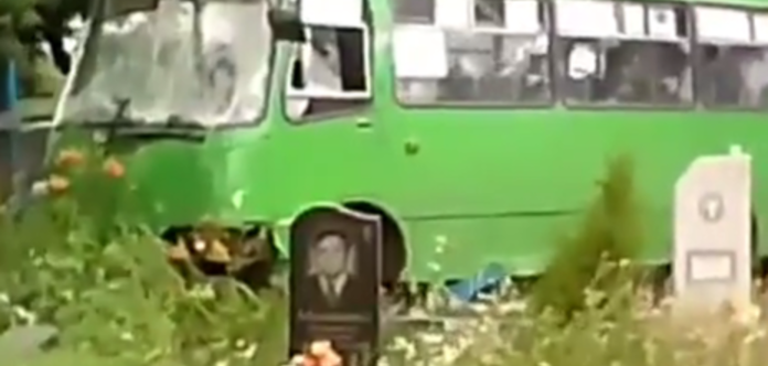 Пьяные украинские выпускники угнали автобус иразгромили кладбище