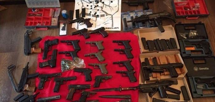 В Киеве нашли крупный арсенал оружия