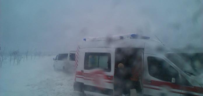 Под Одессой в снежном сугробе застряла «скорая» с беременной женщиной
