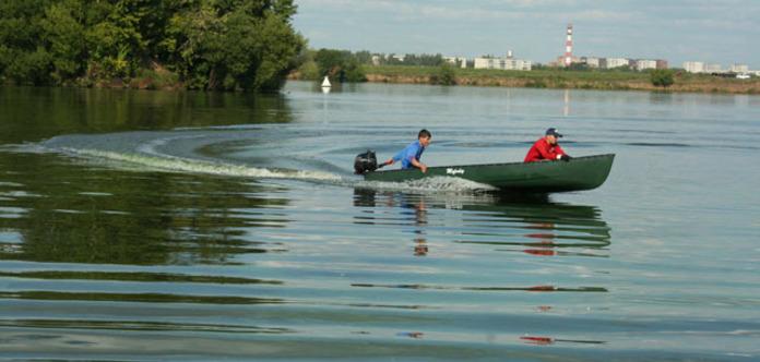 У російській Карелії перекинувся човен з підлітками є жертви