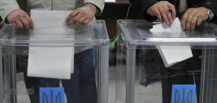 Дострокових виборів навесні 2017 року не уникнути - політолог
