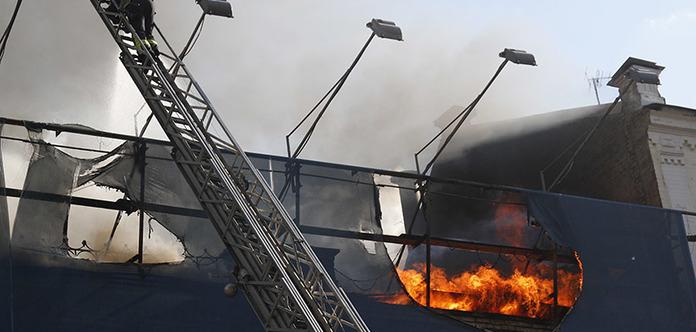 Здание на Крещатике могли поджечь умышленно. Выгорело 1000 кв.м. помещения