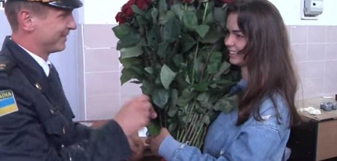 Пограничник подкинул своей невесте наркотики, чтобы сделать «оригинальное» предложение