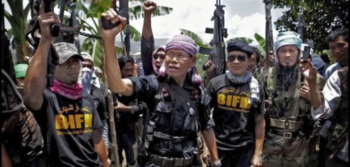 На Филиппинах боевики захватили в заложники школьников