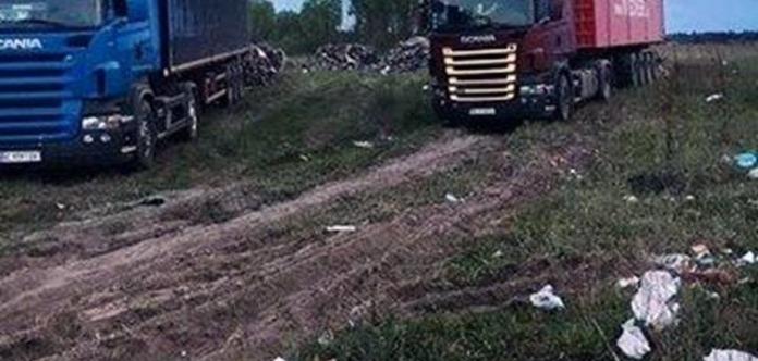 Водіям, щопривезли сміття зі Львова, майже невлаштували самосуд