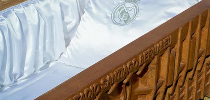 ВИспании реализуются гробы слоготипами «Реала» и«Барселоны»