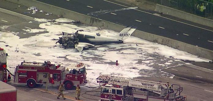 В США самолет упал на шоссе. Опубликовано видео