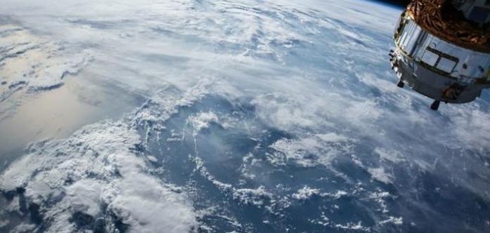 Гройсман похвастался украинским климатическим наноспутником