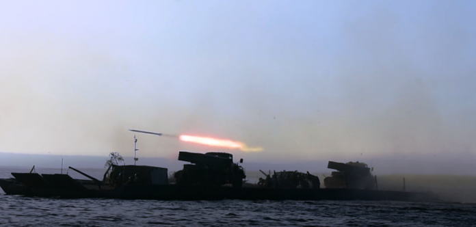 Десантники ВСУ впервые в истории провели стрельбы из «Градов» с паромной переправы