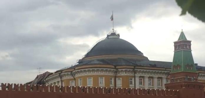 Циклон в столице сорвал крышу президентской резиденции вКремле