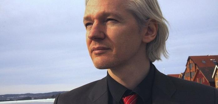 Засновник Wikileaks заявив, щоготовий здатися британській поліції