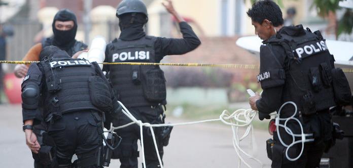 В Індонезії прогриміли два вибухи [ Редактировать ]