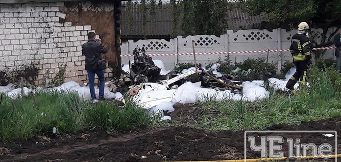 ВЧерниговской области разбился самолет, упав начастный двор