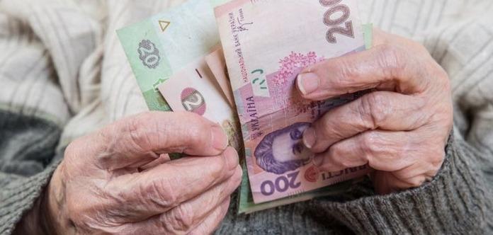 Гройсман: Военные пенсионеры получат повышенные пенсии с 1 января следующего года
