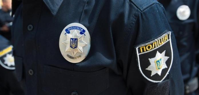 У Києві поліцейські побили перехожого, який знімав їх на відео