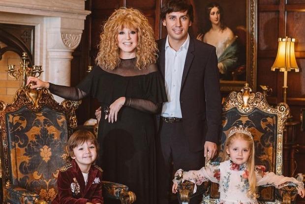 Галкин показал стильные фото своих деток