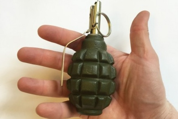 У Кривому Розі в сумці, залишеній у дворі житлового будинку, виявили гранату
