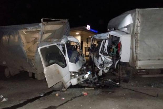 Битва титанов: под Винницей произошло смертельное лобовое ДТП с грузовиками