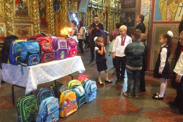 Филарет вручил ранцы детям ветеранов АТО