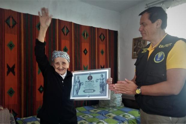 93-летняя бабушка стала украинской Викторией Бекхэм