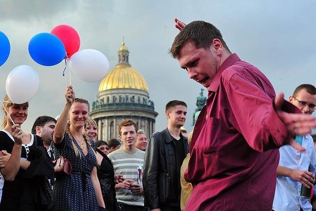 Опрос: 85% россиян чувствуют себя счастливыми как никогда