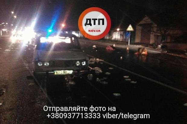 Жуткое ДТП под Киевом: Водитель сбил троих человек и скрылся с места аварии