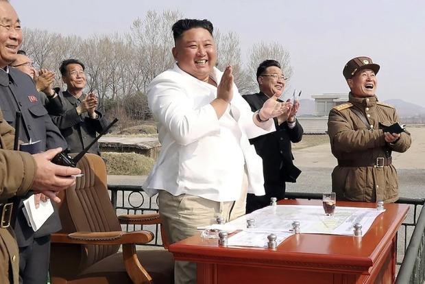 В КНДР признали, что  Ким Чен Ын не способен искривлять пространство и время