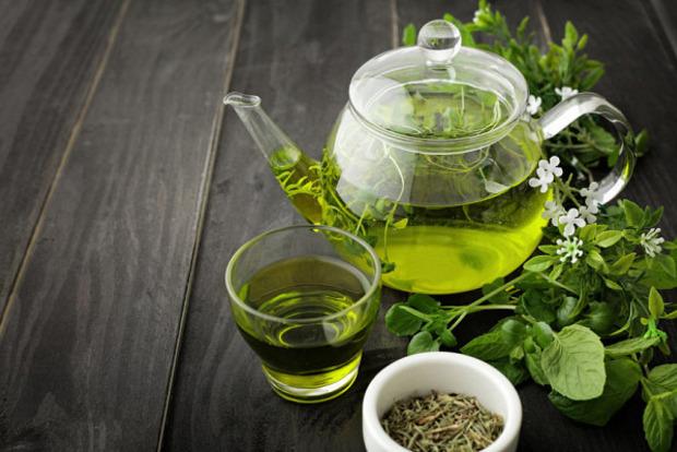 Диетологи рассказали, чем опасен «чай для похудения» и кому он противопоказан