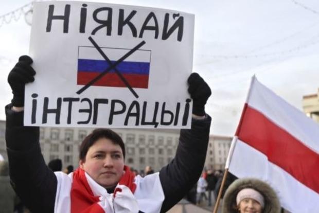 Беларусы стали меньше доверять России