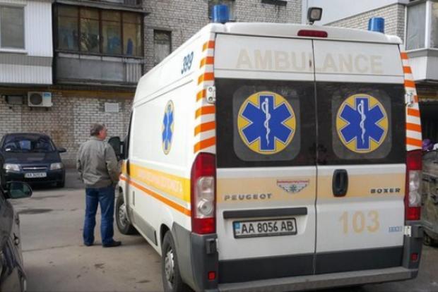 В Киеве женщина на глазах у детей ножом чуть не убила своего сожителя