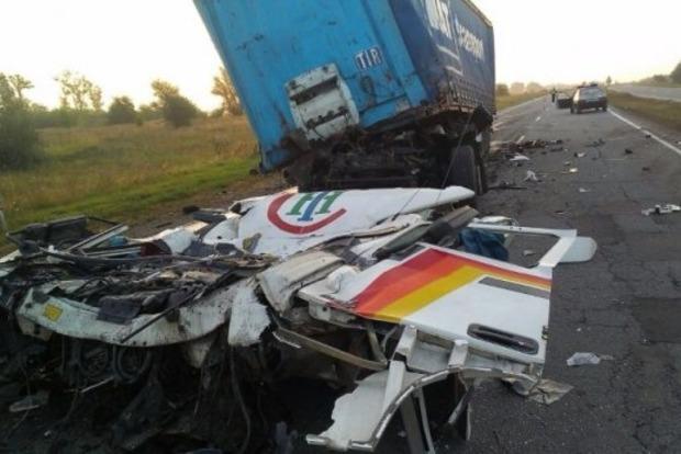 В Днепропетровской области произошло ДТП с тремя грузовиками, есть погибший