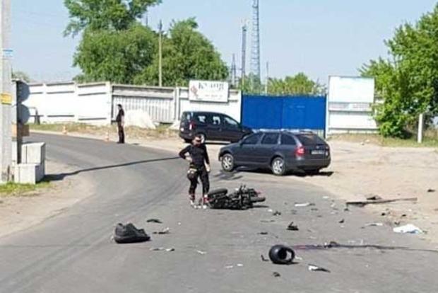 Страшное мото-ДТП в Киеве: малолетнему скутеристу раскроило череп