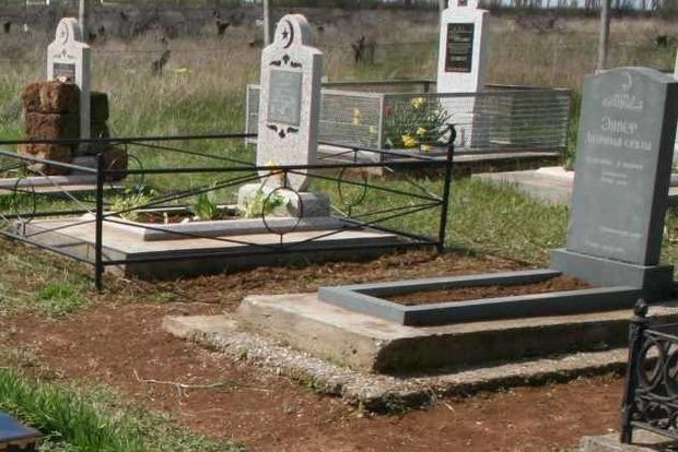 В Уфе ритуальное агентство разместило рекламу на могилах