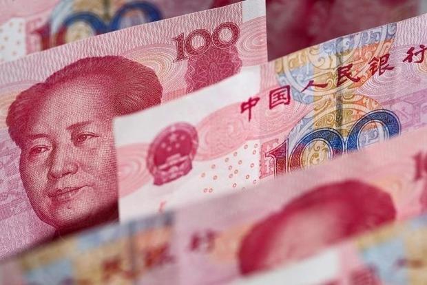 В Китае оставленный дома ребенок порвал банкноты на $10 тыс.