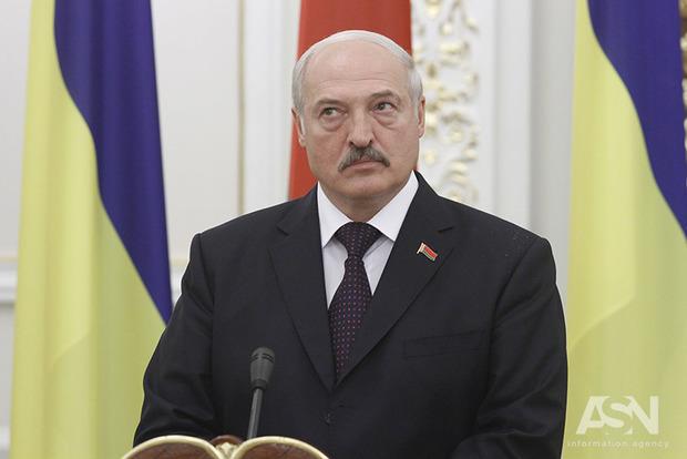 Лукашенко вообразил себя наблюдателем и миротворцем на Донбассе