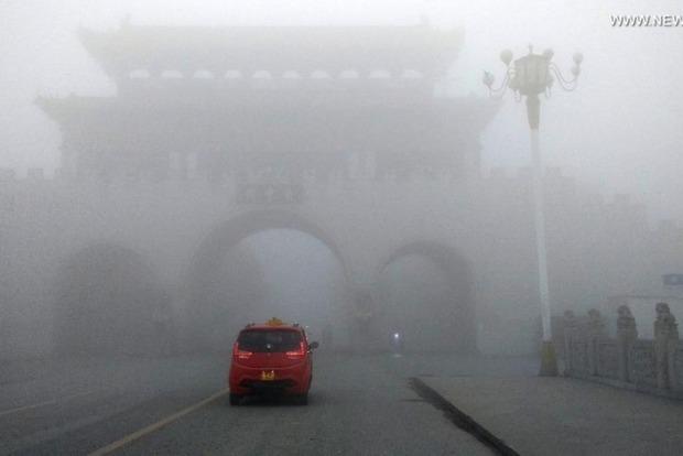 Китай объявил самый высокий уровень опасности из-за смога