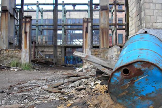 Сотни тонн: в ГСЧС сказали, сколько ртути лежит на столичном заводе Радикал