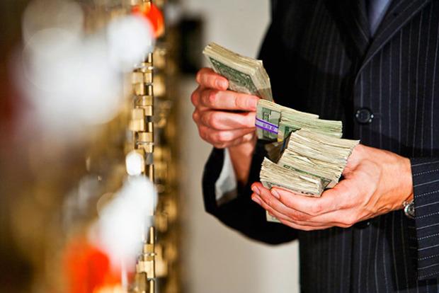 С сегодняшнего дня банки могут выдавать кредиты под залог валютных депозитов