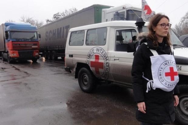 На Донбасс отправили 4 грузовика с гуманитаркой от Красного Креста