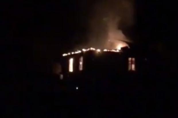 Армяне, покидая Карабах, сжигают свои дома
