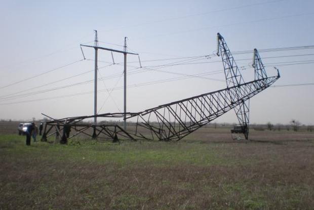 Трассу Киев - Чоп перекрыли из-за упавшей электроопоры