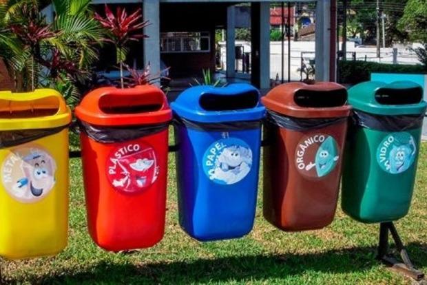 Украина утонула в мусоре: власти с 2018 года будут требовать начинать сортировку отходов