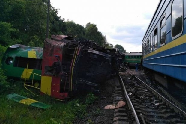 На Хмельниччине столкнулись два поезда: травмированы дети