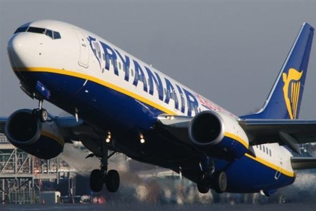 Пассажир снял на видео пугающую посадку самолета Ryanair
