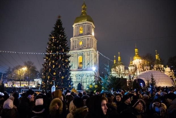 Новый год на Софийской площади праздновало более 100 тысяч человек