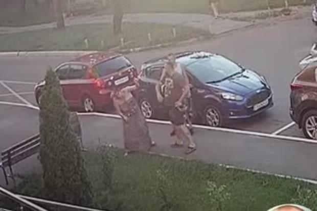 Як останнє бидло: Глава Гостомельської організації УКРОПа вдарив жінку: відео