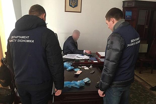 Чиновник Львовской таможни задержан на крупной взятке