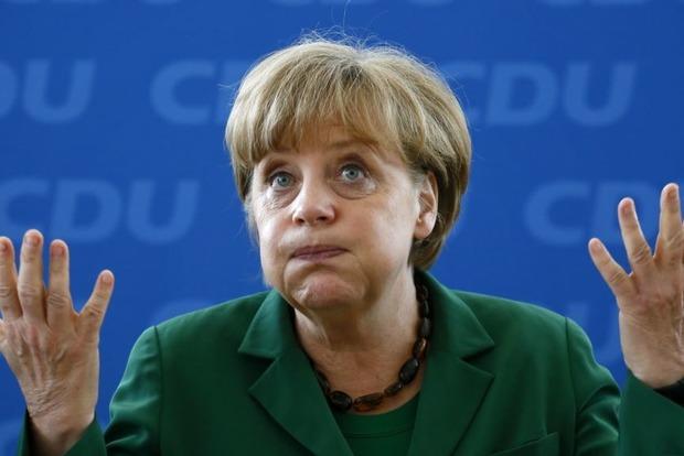 Канцлера Германии избиратели закидали помидорами