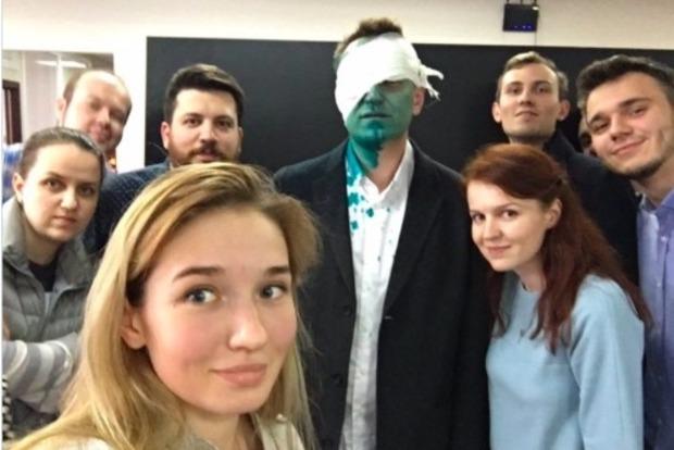 В Москве оппозиционера Навального облили зеленкой