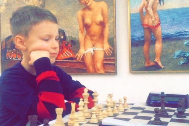 Шахматный турнир во Львове прошел на фоне эротических картин во Дворце Искусств